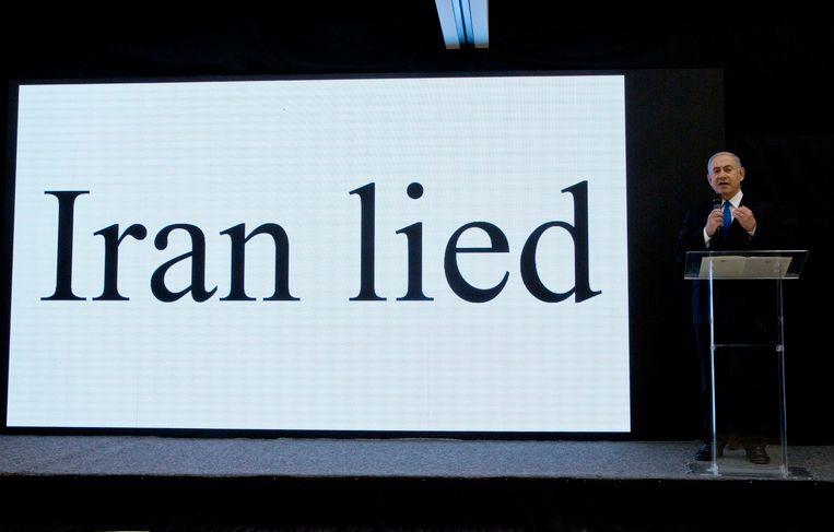 De Israëlische premier Benjamin Netanyahu tijdens een presentatie over Irans nucleaire programma.  Beeld AP