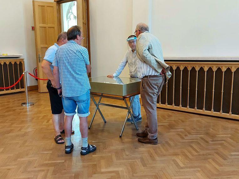 In de gotische zaal van het Poperingse stadhuis loopt tot en met zaterdag een kleine expo met alle plannen, tekeningen en teksten uit het voorstel van de Vroonhofsite.