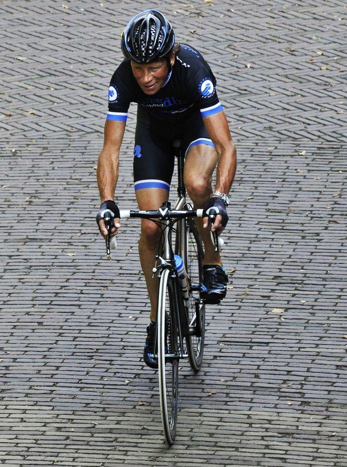 Het peloton van Olympia's Tour fietst vandaag langs de boerderij van oud-prof Henk Lubberding.
