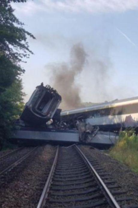 """Un train déraille en Écosse, """"un incident extrêmement grave"""""""