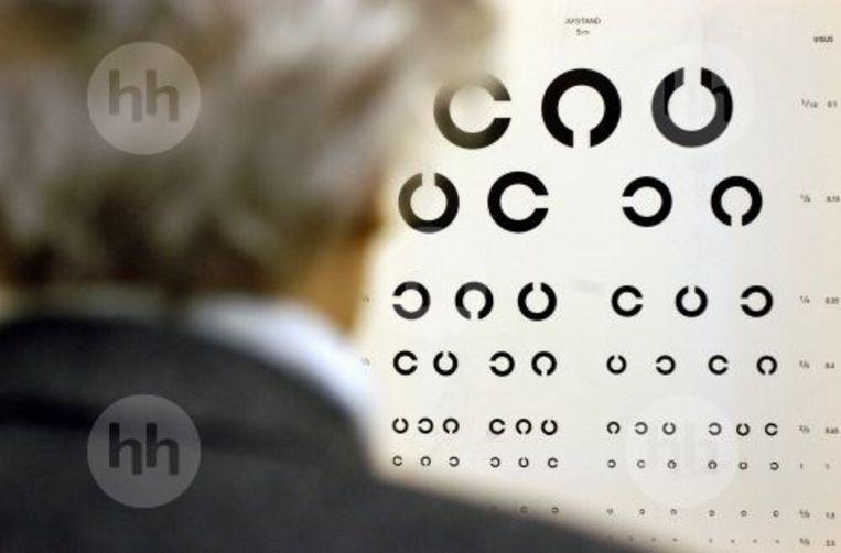 Een oogtest bij een opticien.  Beeld RV