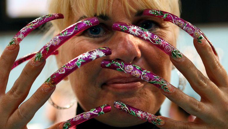 Model Coby Gingnagel toont haar nagels op de Beauty Trade in de Utrechtse Jaarbeurs (foto 2008) Beeld anp