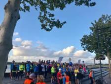 21 juni, 21 uur en 21 kilometer: Midzomernacht halve marathon van Zaltbommel DutchRunners is inmiddels een traditie