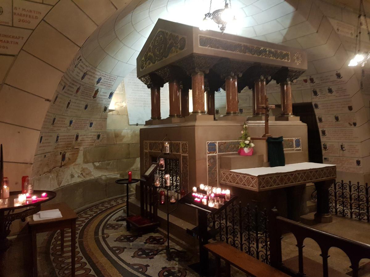 De tombe van Sint-Maarten in de basiliek in Tours. Deze foto maakte Gilles Cart-Lamy op de eerste dag van zijn tocht