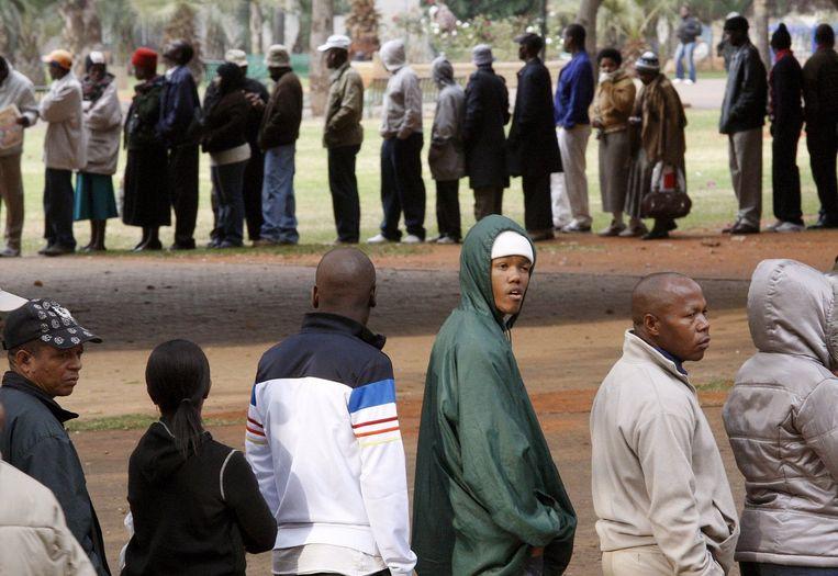 Bij veel stembureaus stonden mensen uren in de rij. Foto EPA/Kim Ludbrook Beeld