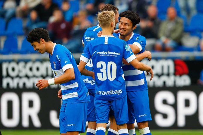 De lachende Yuta Nakayama, vervanger van de geschorste Thomas Lam, bracht zaterdag tegen Sparta (4-0) niet alleen rust in de ploeg, maar zorgde ook voor balans en plezier.