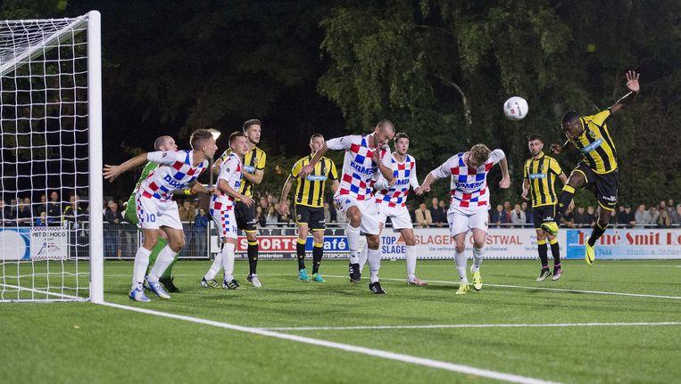 Vitesse speler Kelvin Leerdam maakt de 0-2 in de wedstrijd in het KNVB-bekertoernooi tegen de Amsterdamse derdedivisionist De Dijk. Beeld anp