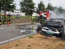Pech: net gekochte auto vat vlam in Breda