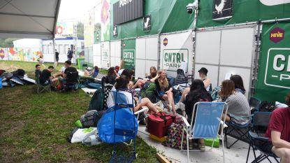 Eerste festivalgangers stromen massaal toe