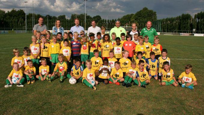 Jongeren voetballen voor Kom op Tegen Kanker