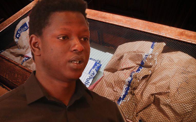 Tijdens de vechtpartij stak Alpha Diallo (foto) een schaar recht in het hart van Molakhel. Door de klap brak de schaar in twee.