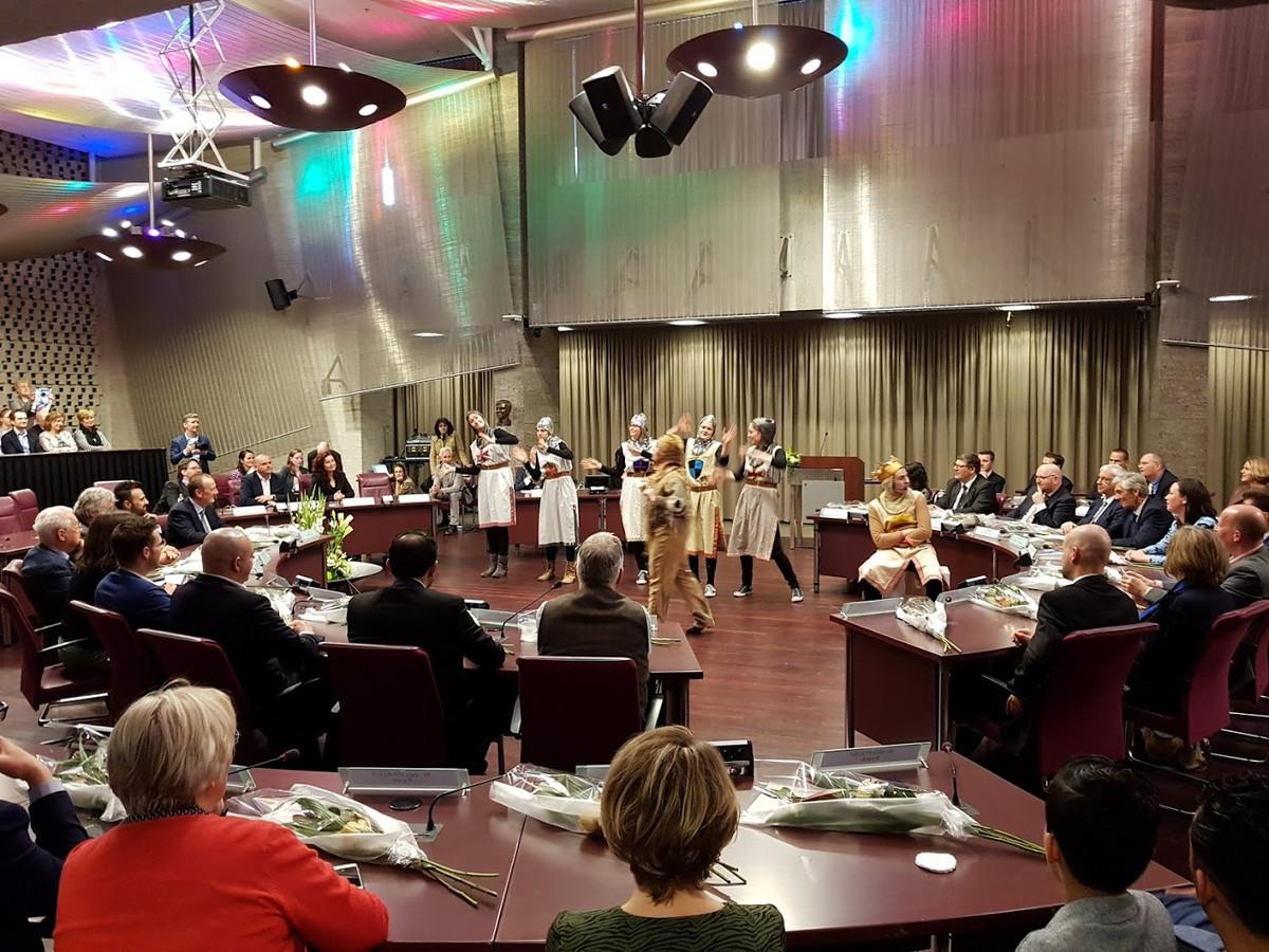 Afscheid van de Eindhovense wethouders (links achter de tafel) vorig jaar in de raadszaal.
