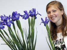 Zeewoldse Iris Verhoek doopt bloem iris om tot 'Young Star'