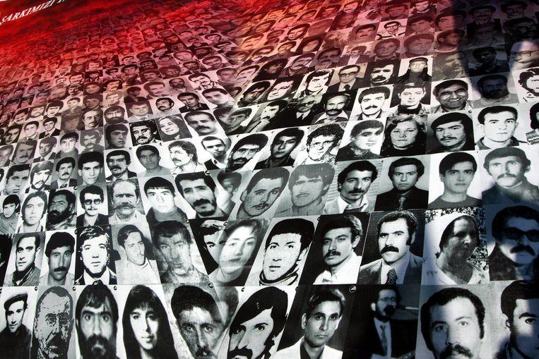 Portretten van mensen die gedood of gemarteld zijn tijdens de militaire coup in 1980. Beeld afp