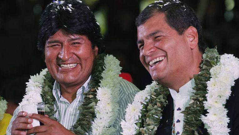 De president van Bolivia. Evo Morales (L), met de president van Equador, Rafael Correa. Beeld reuters