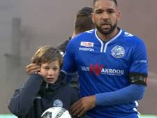 VIDEO: Wedstrijd FC Den Bosch gestaakt door vuurwerkbom, ballenjongen komt met de schrik vrij