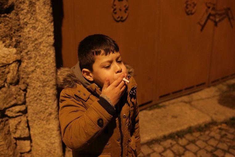 Om het christelijke feest van Driekoningen af te sluiten, krijgen de kinderen van Vale de Salgueiro van oudsher echte sigaretten aangeboden die ze prompt oproken.