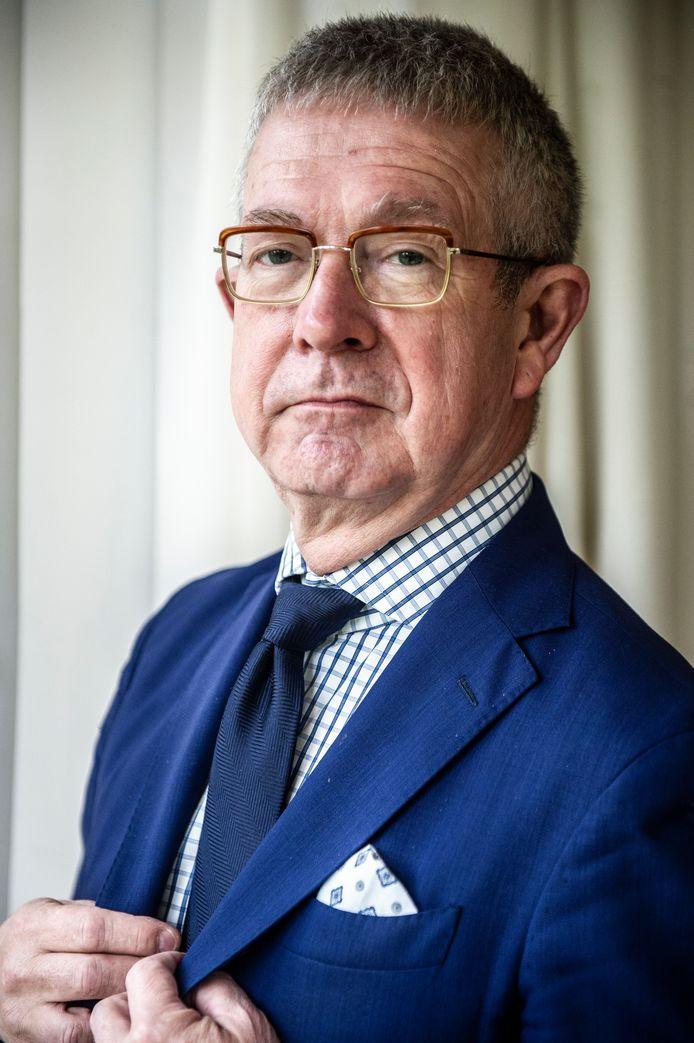 Paul Frissen, hoogleraar bestuurskunde, schreef boek 'Staat en Taboe' over euthanasie en voltooid leven.
