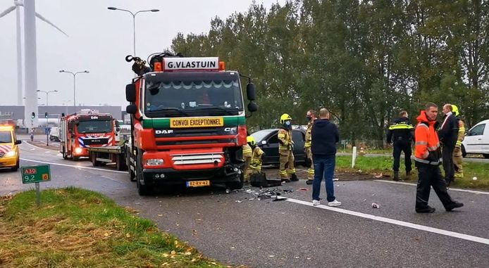 De situatie na het ernstige ongeval  op de A30 bij Ede. Still uit video.