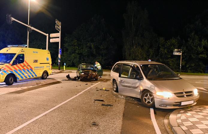 De bestuurder van de achterste auto ging er na het ongeluk vandoor.