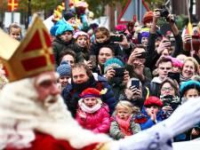 Sinterklaasintocht in Emmen omgeleid door protesten op Raadhuisplein
