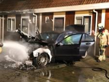 Auto uitgebrand op oprit in Culemborg
