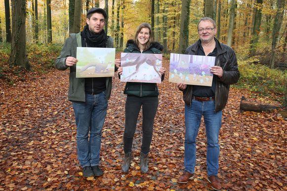 Koen De Rijck van het Regionaal Landschap Pajottenland en Zennevallei, lerares Ruth Brillens en tekenaar Rik Dewulf met de prenten van de Bloebelletjes die met de hulp van een growfundingcampagne in een kinderboek gegoten worden.