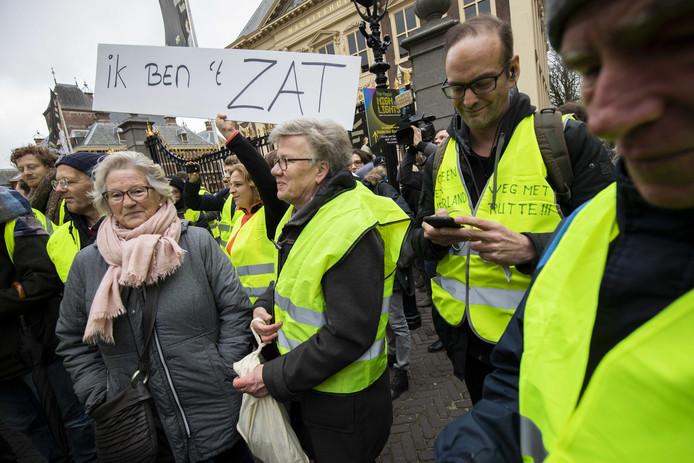Zaterdag 1 december liet al een groep landgenoten gestoken in gele hesjes aan de politiek in Den Haag blijken dat ze het zat zijn. Van een massale opstand was toen echter nog geen spraken.