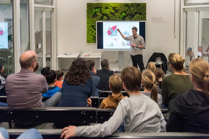 Interactief kindercollege in de bibliotheek in Eindhoven.