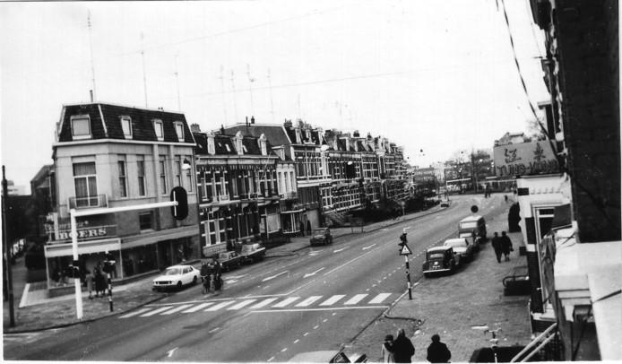 De autoloze zondag, 6 januari 1974, zorgde op de Nijmeegse St. Annastraat voor lege straten.