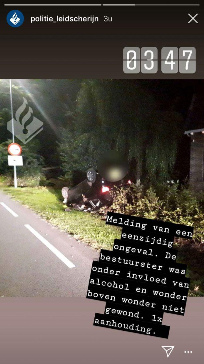 Een auto sloeg over de kop in Harmelen.