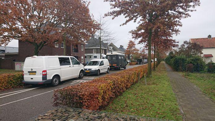 De politie doorzoekt de panden aan de Koolzaadweg