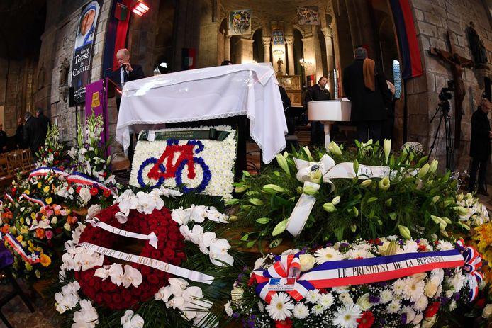 Bloemstukken van onder anderen de Franse president en de Prins van Monaco in de kerk van Saint-Leonard-de-Noblat.