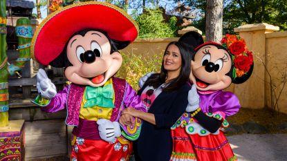 Actrice Salma Hayek zoekt haar roots op in Disneyland Paris