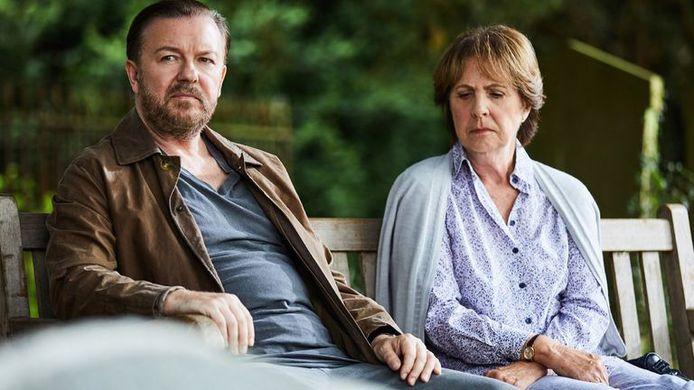 Scène uit de populaire Netflixserie After Life met Ricky Gervais.