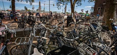 Suggesties, maar ook kritiek op fietsparkeren in Kampen: 'Het is af en toe een zooitje'