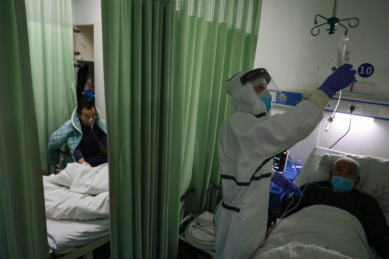 Des patients soignés dans un hôpital à Wuhan.