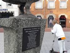 Wethouder onthult plaquette op Markt Huissen