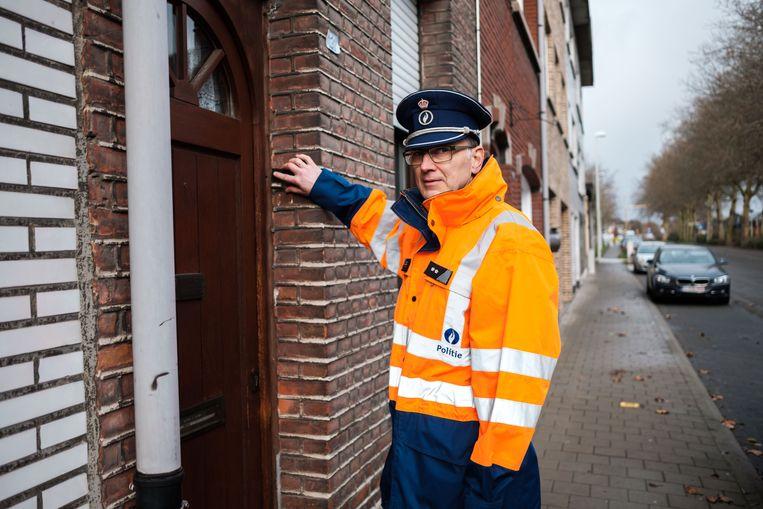 Ivo Schoeters gaat bij de mensen thuis voor gratis inbraakpreventieadvies.
