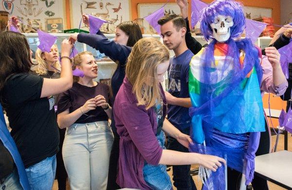 Scholen vieren Paarse Vrijdag, maar lhbt-leerlingen worden nog te vaak gepest