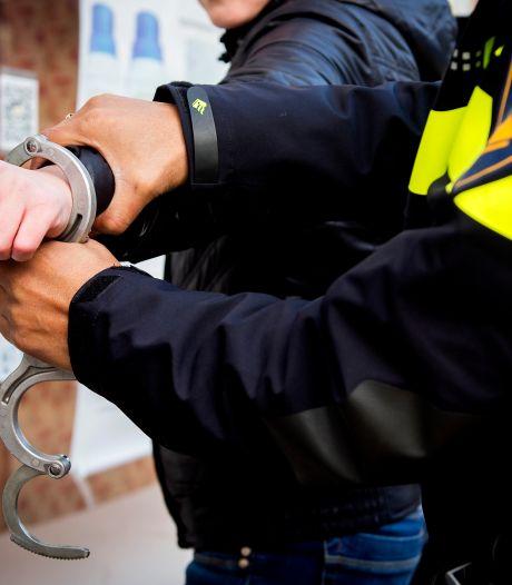 Man heeft jarenlange gevangenisstraf openstaan en verstopt zich in kast van moeders woning in Den Bosch