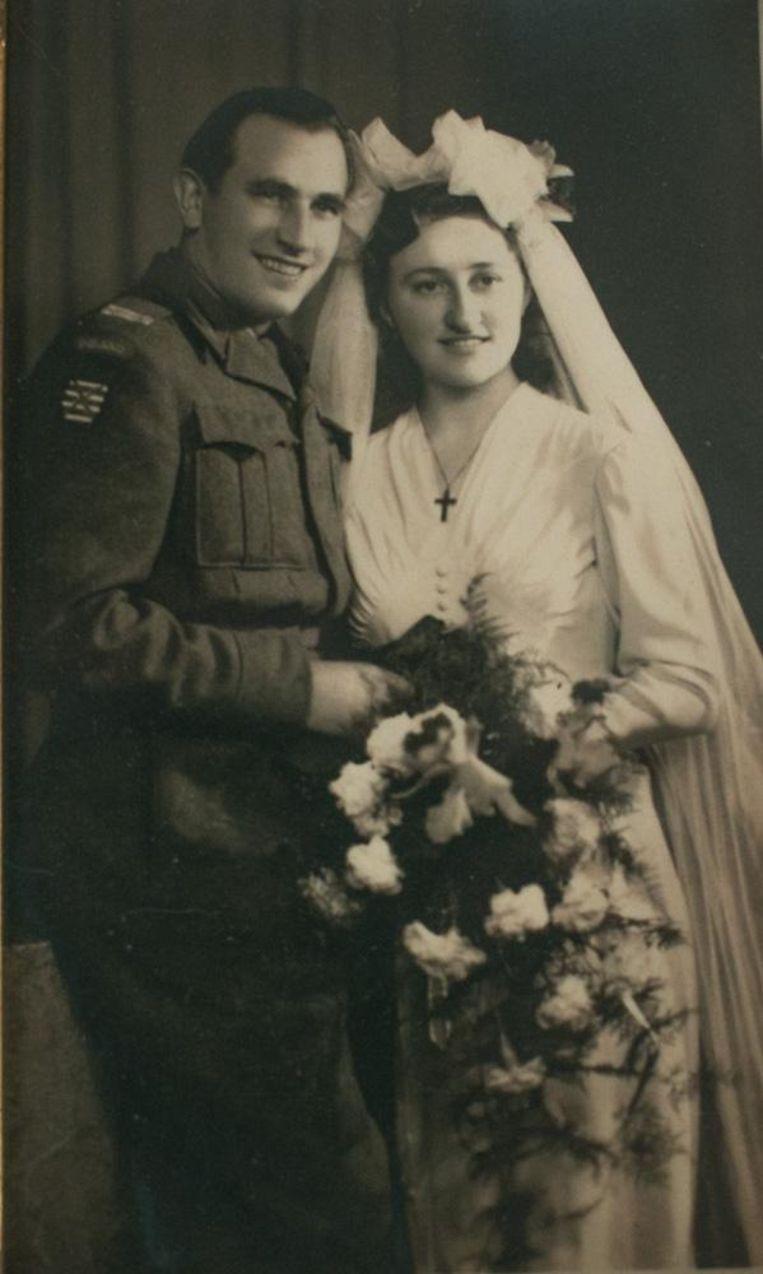 Addi Przydryga en Godelieve, bij hun huwelijk in september 1946, twee jaar nadat hij als soldaat van de Poolse Pantserdivisie Sint-Niklaas had bevrijd.