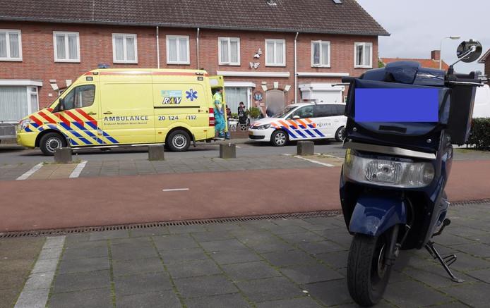 Het kind botste met een postbode op een scooter in de Meidoornstraat in Breda.