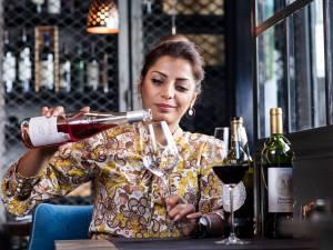 """Notre sommelier goûte 25 vins bon marché d'Aldi, Lidl, Spar et OKay: """"À peine 2,3 euros pour un vin délicieux"""""""