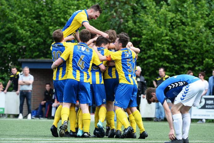 19-05-2019: Voetbal: Nijnsel v Nulandia: NijnselL-R Nijnsel viert de goal van Nick Dortmans of NijnselVierde Klasse I