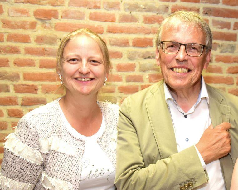 De nieuwe voorzitter Cindy Wauterickx samen met erevoorzitter Henk Goegebuer.