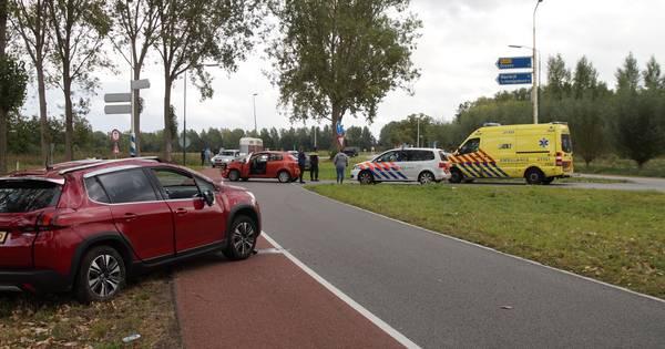 Auto over de kop bij botsing in Oudheusden, vrouw naar ziekenhuis.