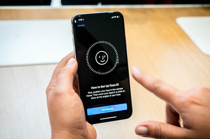 De ontgrendeling van de iPhone X gaat door middel van gezichtsherkenning. De iPhone X kwam zonder problemen door de test van de Consumentenbond
