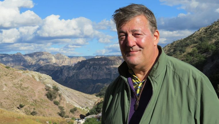 Stephen Fry in Central America Beeld