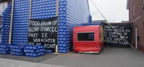Bier hier! Huis van getrouwd stel in Someren-Heide verstopt onder bierkratjes